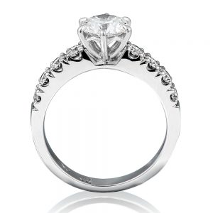 Select from the excellent collection of platinum diamond rings online.