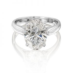 Oval brilliant cut diamond in a four claw setting round brilliant cut diamonds set in claw settings on the band. Specifications.
