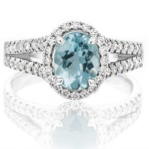 Oval shape Aquamarine and diamond ring